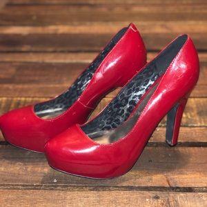 Sassy red patent platform heel ❤️